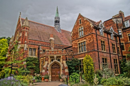 "Orange bricks, towers, and spires of ""Hammerton College,"" Cambridge University (pixabay)"